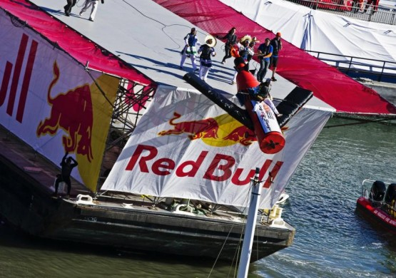 Red Bull poseta letelištu 13. maj