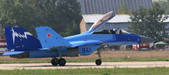 Demonstrator MiG-29K, jednosed sa dvosedom kabinom