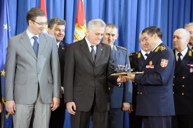 Da li je MiG predsedniku poslao maketu ili je u pitanju naš stoni primerak?