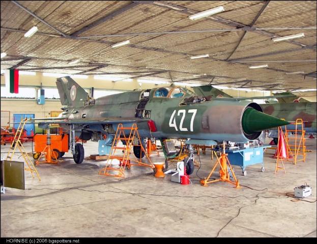 Bugarski MiG-21bis u remontnom zavodu