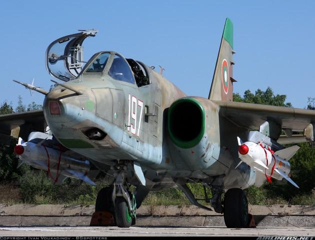 Bugarski Su-25K naoruzan sa 2 rakete H-29L