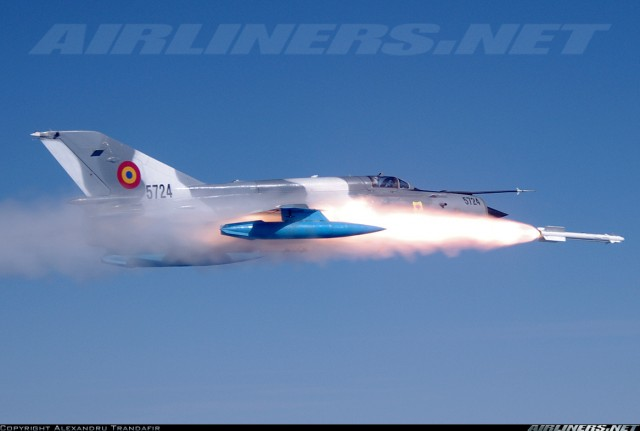 Rumunski Lancer-C lansira R-73E