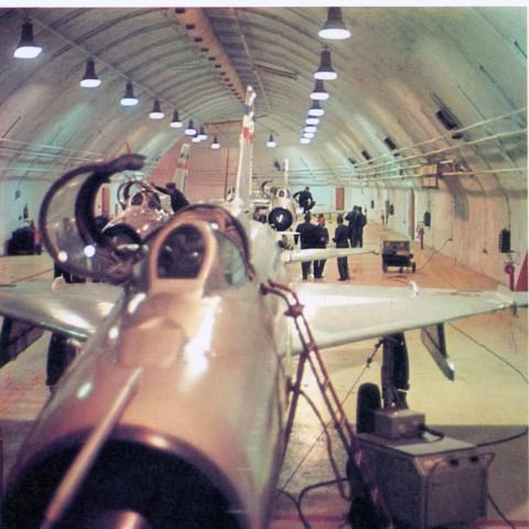 Jedna od galerija za smeštaj aviona unutar objekta