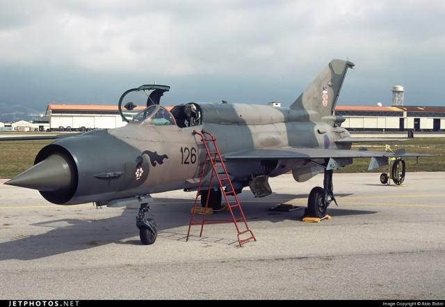 MiG-21bis 126 u maskirnoj semi iz 90.tih
