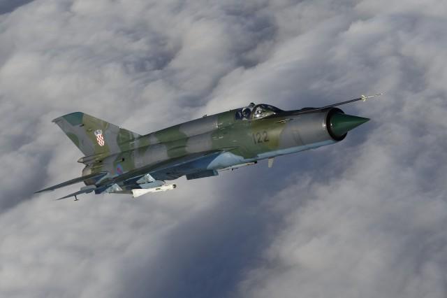 MiG-21bisD naoruzan sa raketama vazduh-vazduh R-60