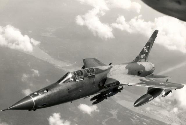 F-105F iz sastava 44. TFS, 355. TFW u letu iznad Vijetnama avgusta 1970. godine