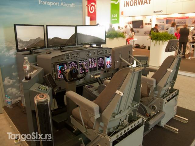 Veći sajmovi mogu biti raj za ljubitelje igara za simulaciju letenja. Većina kokpit-replika je izložena radi demonstracije avionike i drugih proizvoda ali mašta radi...