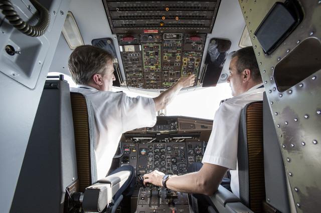 Put do desnog sedišta je sve samo ne ravna linija. Foto: Air Serbia