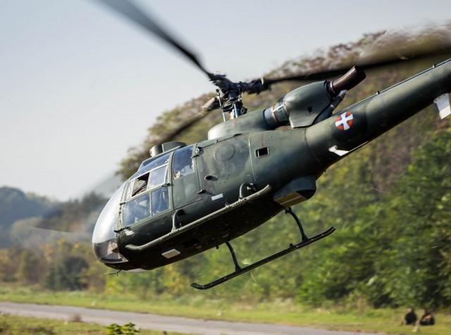 Poletanje pred zauzimanje svoje pozicije iznad piste. Helikopteri idu prvi.