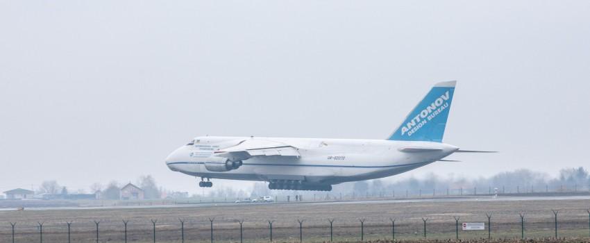 PRVE FOTOGRAFIJE: Najveći serijski avion na svetu sleteo na Aerodrom Nikola Tesla