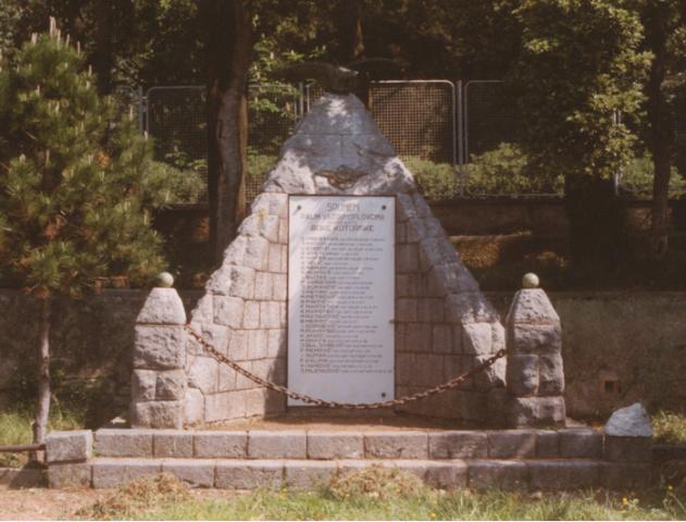 spomenik 2001.