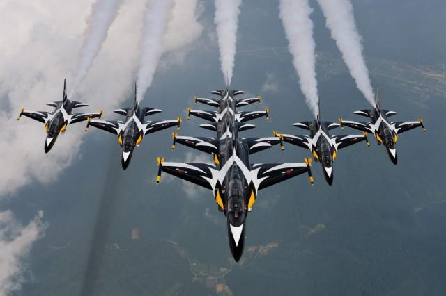 akro-grupa Black Eagles na T-50