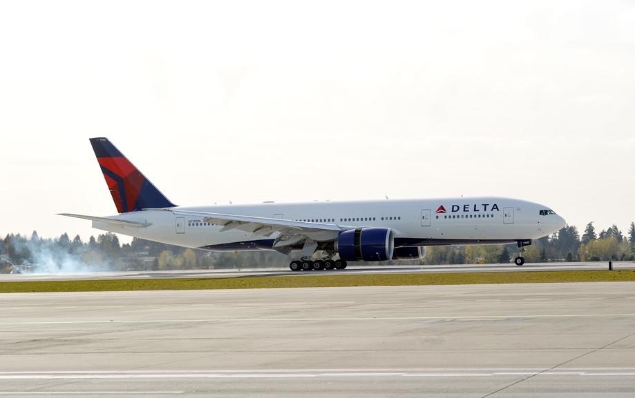 Delta-777-ship-7110-landing