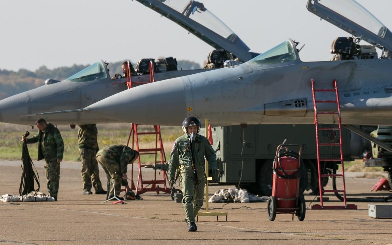 Nema odmora posle puta. Preobuka novih pilota na MiG-29 u punom jeku / Foto: Dragan Trifunović