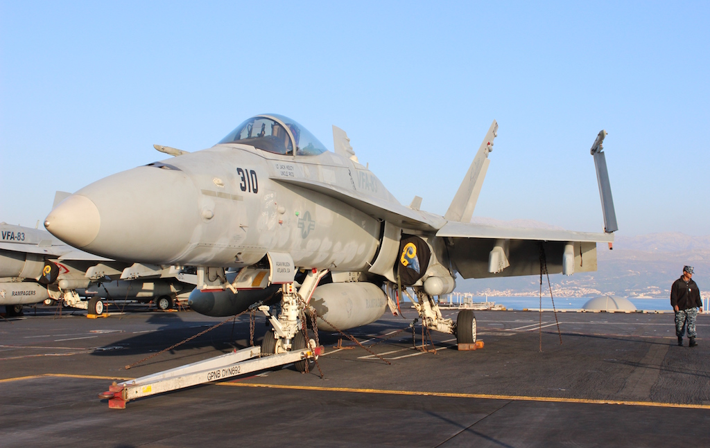 Na brodu je deset starijih i nešto manjih lovaca F/A-18C / Foto: Antonio Prlenda