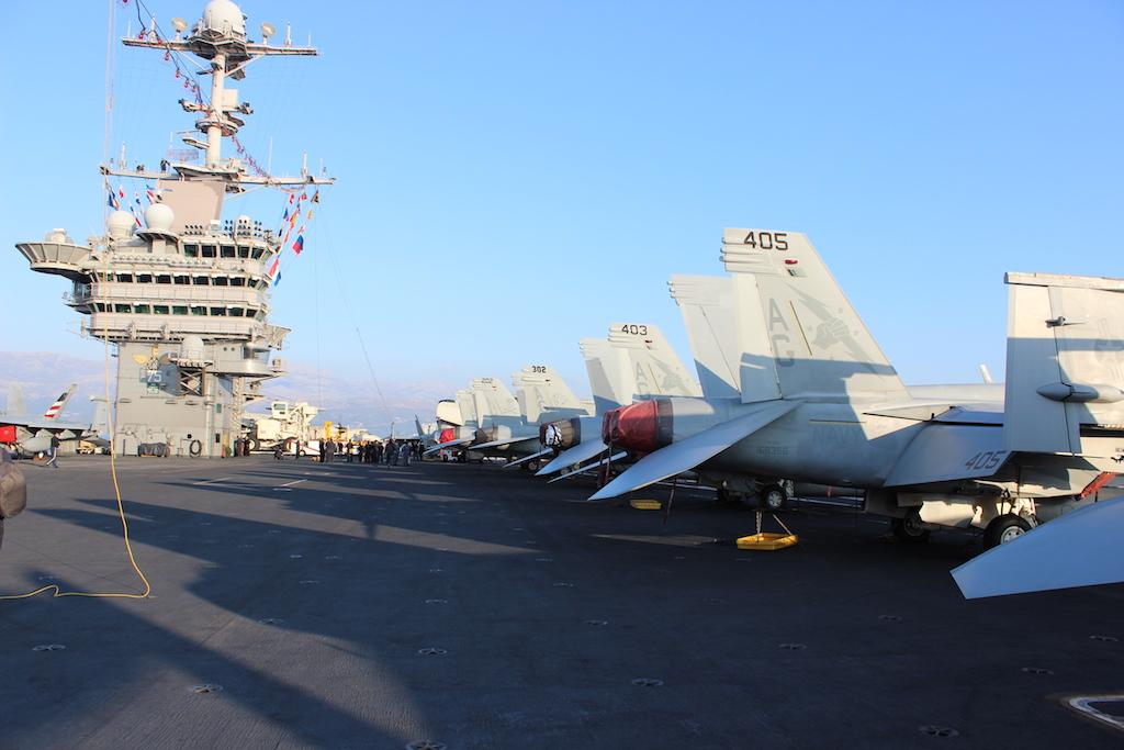 """Ljubitelji filma """"Top Gun"""" na repovima ovih jednosjeda F/A-18E prepoznat će znak eskadrile """"Fist of the Fleet"""" / Foto: Antonio Prlenda"""
