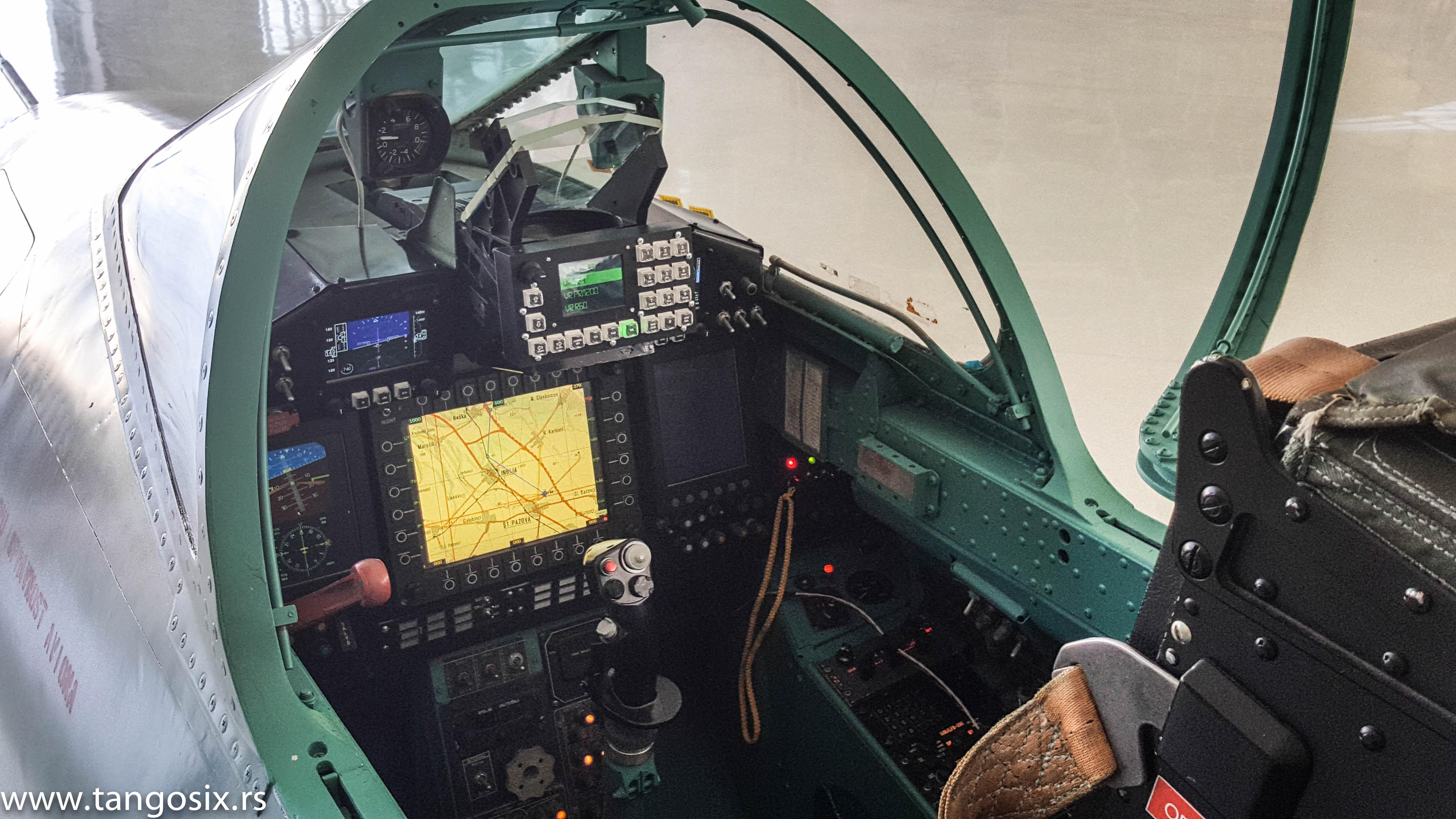 """Prednja kabina. Integrator avionike i serijski proizvođač budućeg kompletnog rešenja je """"Teleoptik"""" / Foto: Petar Vojinović"""