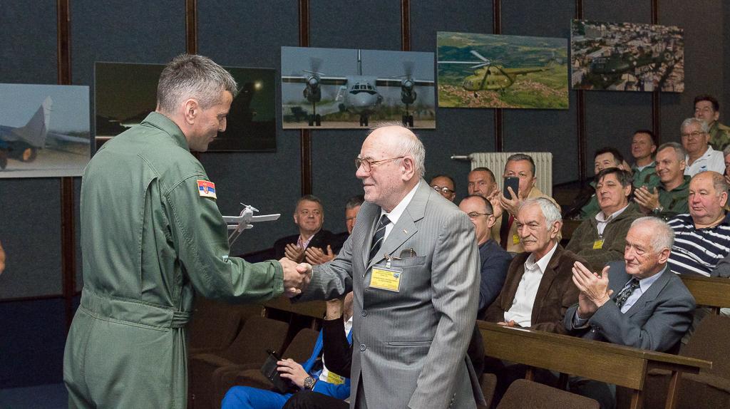 """Dragoslav Dimić, otac Utve 75 ponovo je posetio Batajnicu. Sa sobom je doneo priče iz dana kada se radilo na razvoju dva aviona u isto vreme. Orao nije smeo da trpi, V-53 je bio """"projekat sa strane"""" / Foto: Dragan Trifunović"""