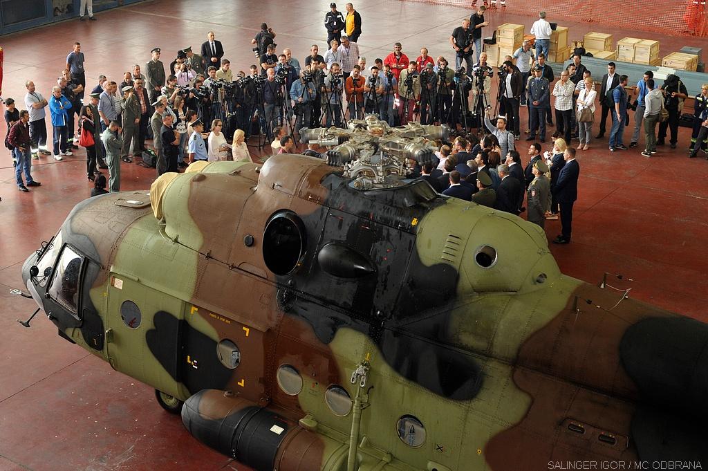 Obraćanje mandatara za sastav nove Vlade Aleksandra Vučića pored helikoptera / Foto: Igor Salinger