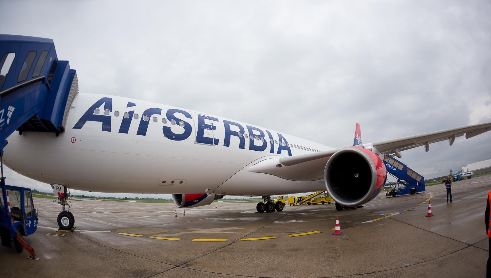 Pred povratak nazad za Beograd. Letovi sa A330 do aerodorma u regionu obavljaju se zbog zahteva da avion mora pre prvog leta za Njujork odraditi 40 sektora (letova). Najjeftinije je da se takve operacije obavljaju na najbližim aerodormima koji mogu prihvatiti avion / Foto: Dragan Trifunović