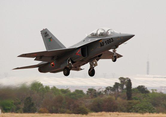 Zambija prvi inostrani korisnik kineskog školsko-borbenog aviona L-15 (JL-10)