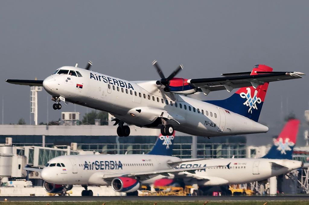 Air_Serbia_ATR-72-202_taking_off_from_Belgrade_Airport