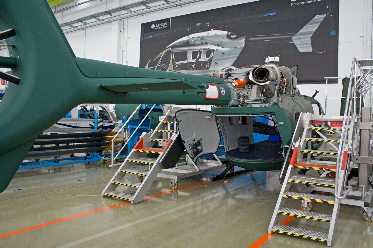Na fotografiji se vide zadnja dvodelna vrata koja omogučuju lako napuštanje helikoptera prilikom desanta.