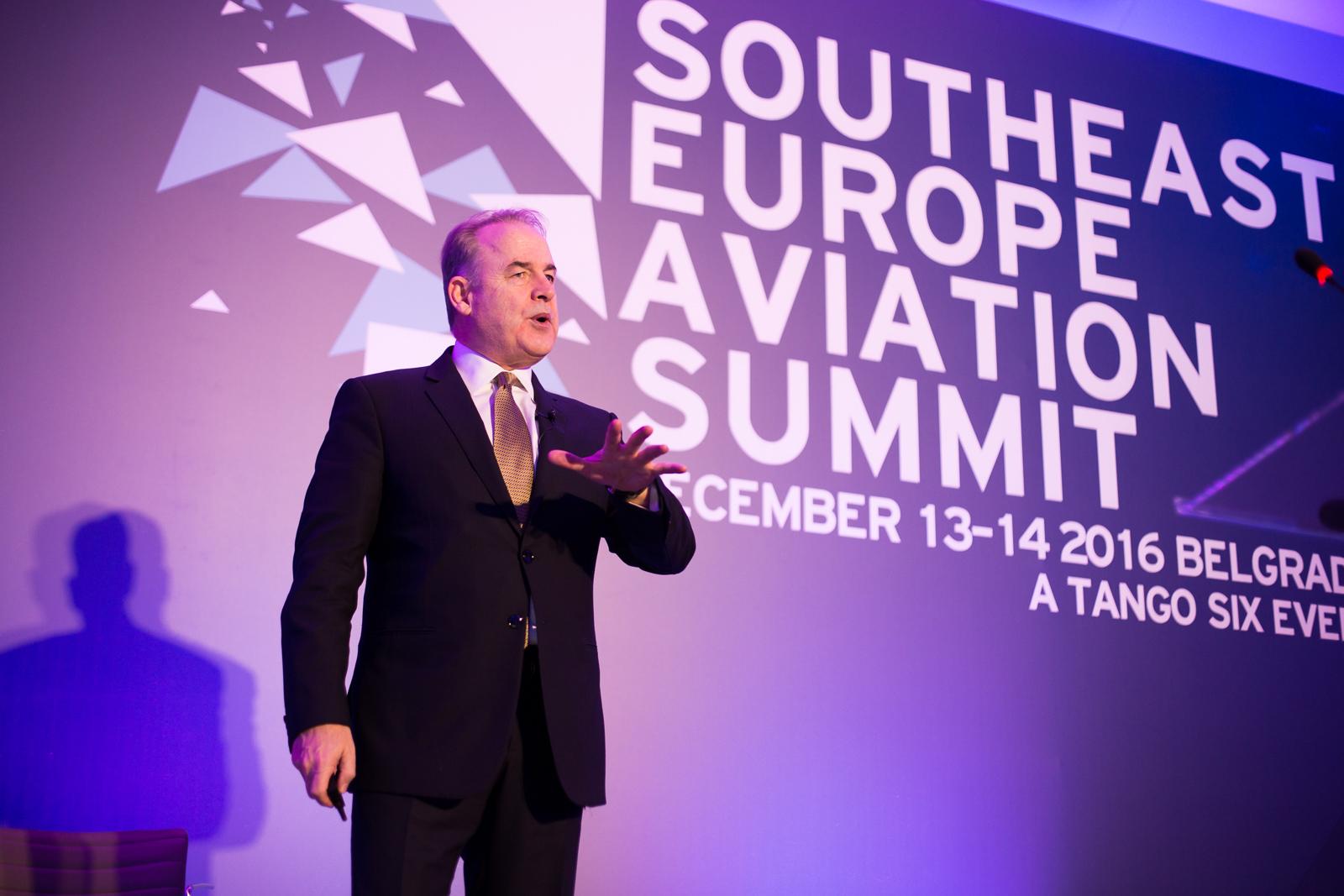 Kraj jedne ere. Zadnji javni nastup Džejmsa Hogana u Srbiji na Prvom vazduhoplovnom samitu jugoistočne Evrope u organizaciji Tango Sixa / Foto: SEAS