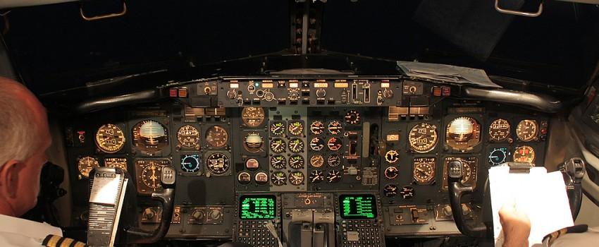 Jat Airways 737-300 YU-ANK Cocpit Action Video – Gatwick – Beograd