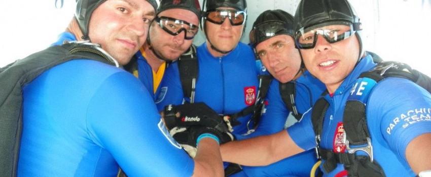 Srpski padobranci na Svetskom padobranskom prvenstvu u Dubaiju