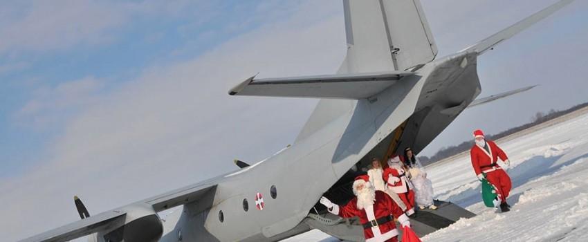 Letači velikog srca: Deda Mraz i Dobre vile sleteli na Batajnicu