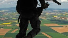 Američki padobranci u sastavu KFOR-a izveli prve skokove u bazi Bondstil
