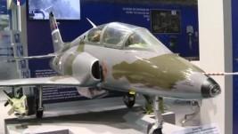 Jugoimport SDPR izložio model aviona G-4 Super Galeb na IDEX-u 2015.