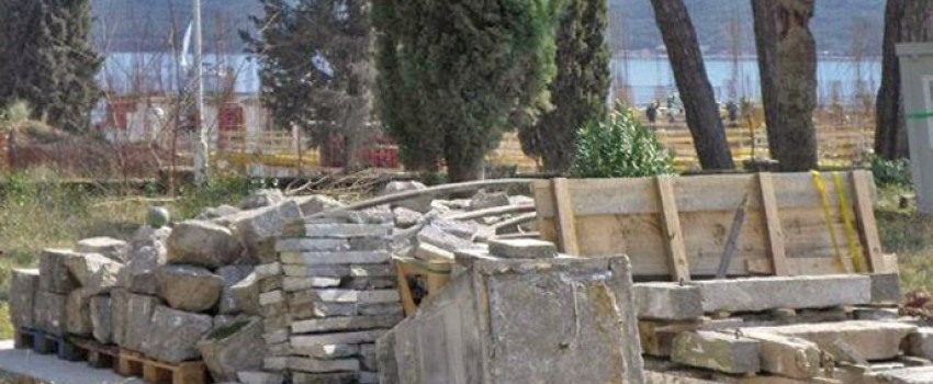 """Kompanija """"Azmont"""" uklonila vazduhoplovni spomenik u Kumboru"""