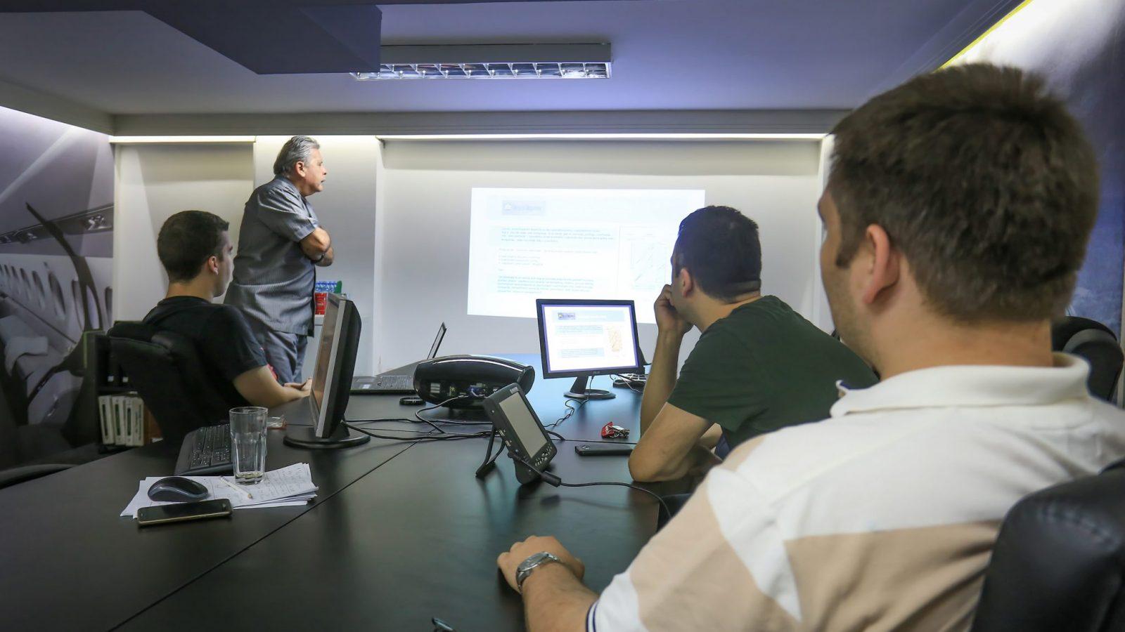 [INTERVJU] Instruktor Bojan Nikolić: Kako se postaje i šta je to flajt dispečer?