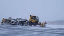 """Saobraćaj na """"Nikoli Tesli"""" prema planiranom redu letenja; Zimski štab i operativne službe stalno angažovane"""