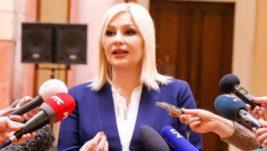 """Mihajlović: """"Lađevci"""" postaju civilno-vojni međunarodni aerodrom; Vlada spremna da uloži 8,6 miliona evra u dalje uređivanje"""