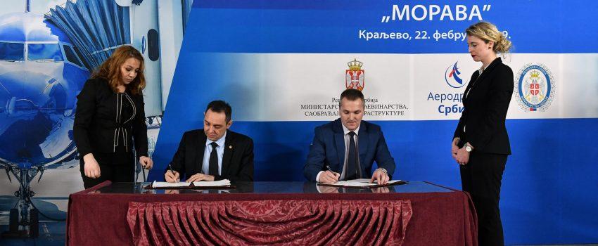 """Potpisan ugovor o korišćenju dela """"Morave"""" za putnički avio-saobraćaj; Gradonačelnik Kraljeva: Prvi civilni let krajem june ove godine"""