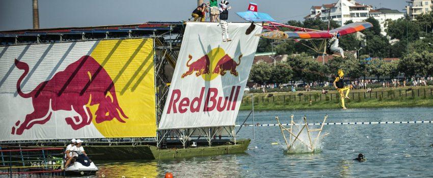 [NAJAVA] Jednorog, opanak i klavir za 10 dana sleću u Beograd.  Red Bull Flugtag donosi najluđe skalamerije na Adu Ciganliju!