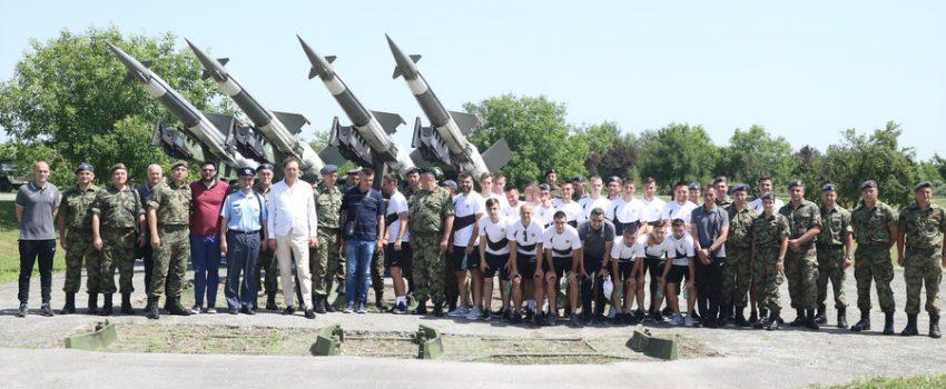 [FOTO/VIDEO] Fudbalski klub Partizan posetio Batajnicu i Jakovo