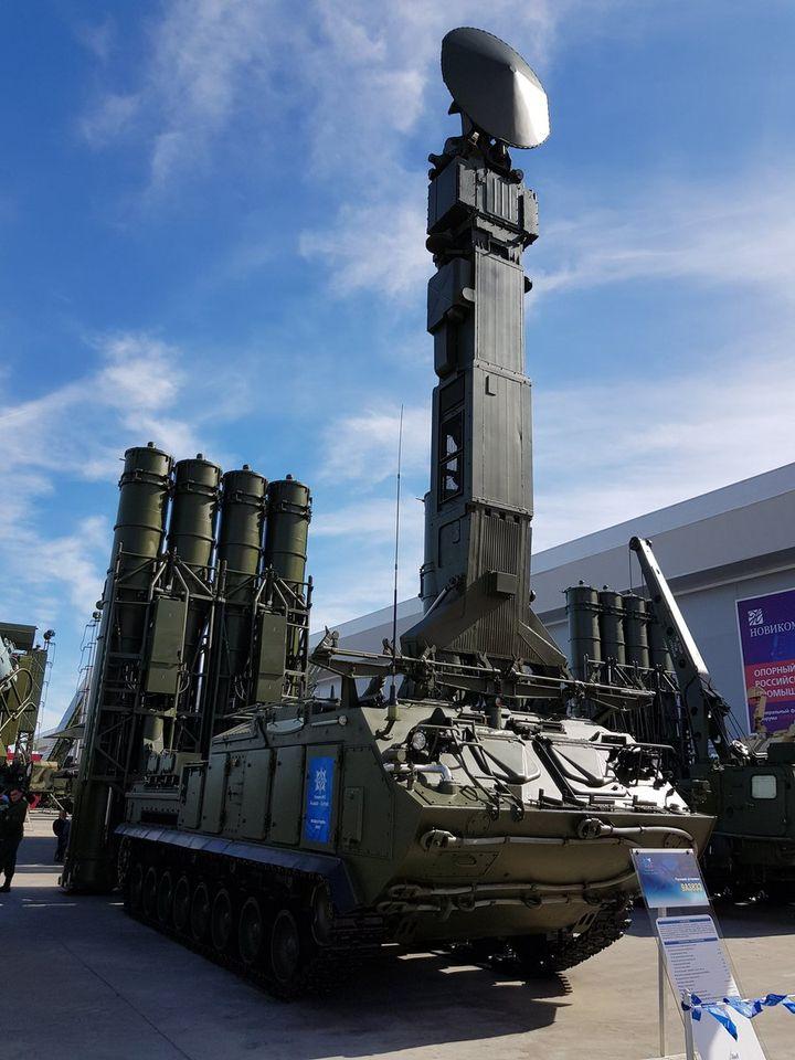 S-300V Army SAM System - Page 12 Slika-12-SLO-sa-radarom-i-raketama-Gladiator-u-sastavu-diviziona-Buk-M3