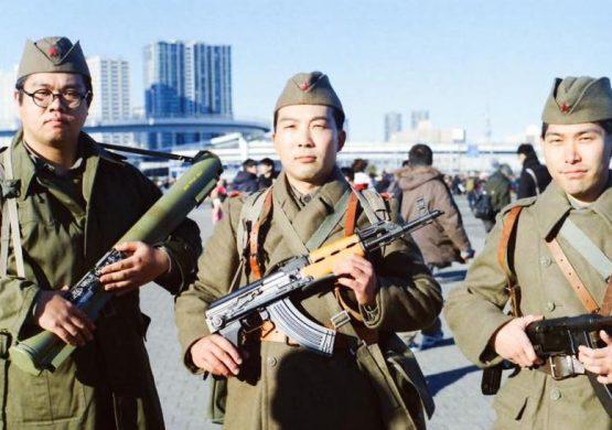 "[VIDEO] Japanac Hajaši Torisu peva ""Hej vojnici, vazduhoplovci"""