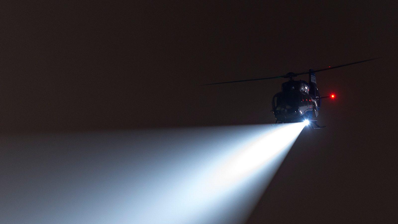 Helikopterska jedinica MUP-a Srbije noću: Strobovi, reflektori, fast rope i nisko letenje