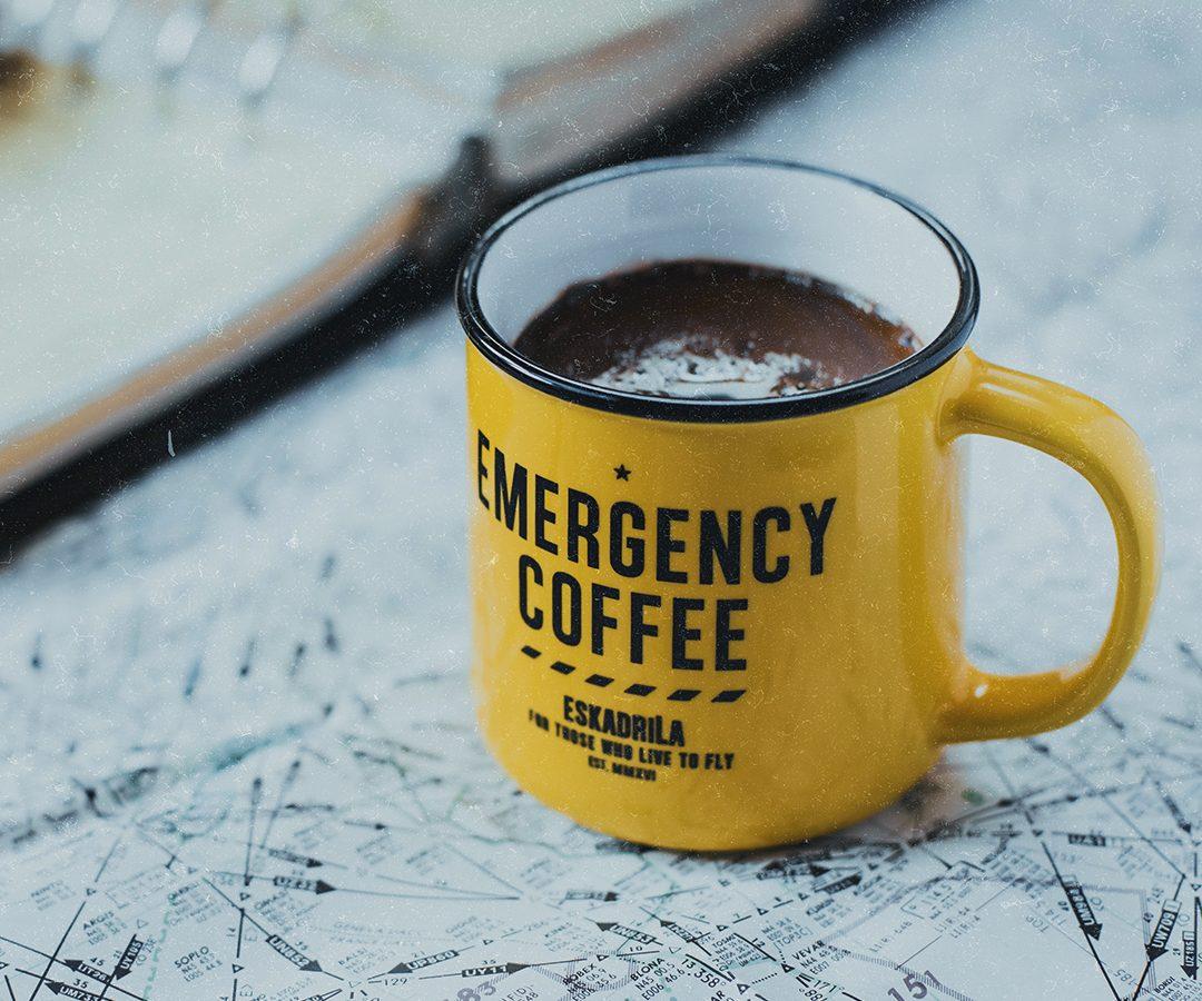 "Avion je proleteo i kafa je prosuta, znate priču: Delimo tri Eskadrila ""Emergency"" vazduhoplovne šolje za kafu"