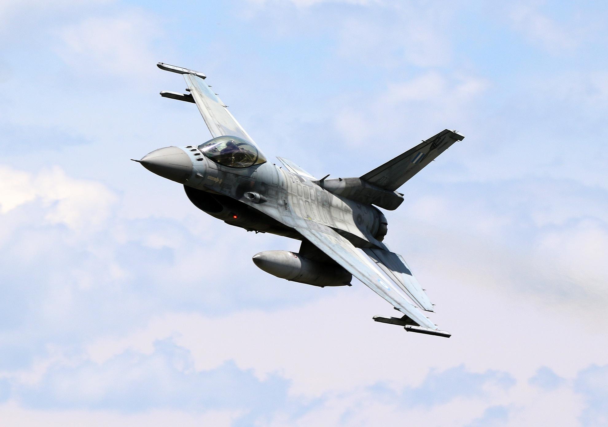 I Grčka će priznati Kosovo Hellenic-Air-Force-F-16C-073-over-Krivolak-photo-Igor-Bozinovski-1M4A3734